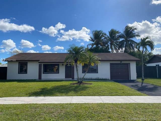 14842 SW 70th St, Miami, FL 33193 (MLS #A10977950) :: Carole Smith Real Estate Team