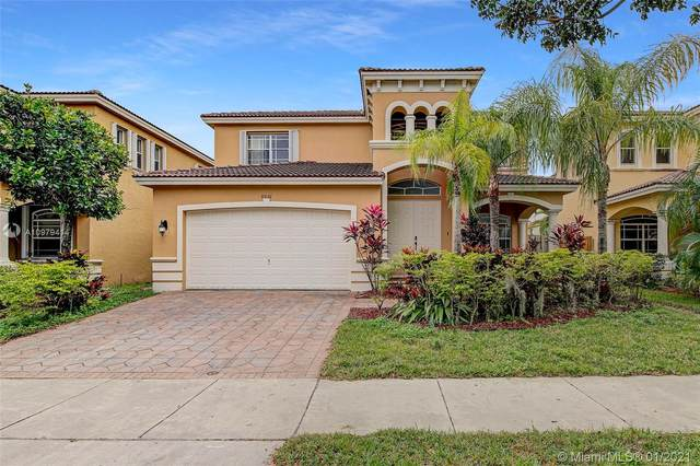 8936 SW 207th St, Cutler Bay, FL 33189 (MLS #A10979414) :: Miami Villa Group