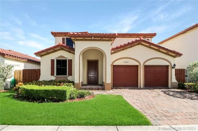15452 SW 176 TER, Miami, FL 33187 (MLS #A10980403) :: Miami Villa Group