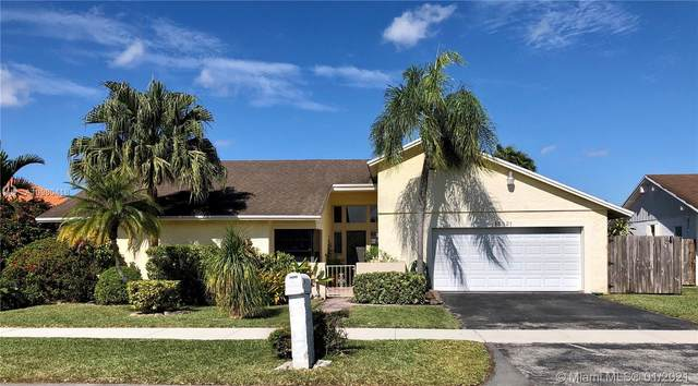 13821 SW 108th St, Miami, FL 33186 (MLS #A10980418) :: Laurie Finkelstein Reader Team