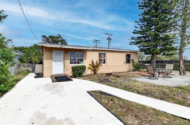 401 NW 13th Ave, Boynton Beach, FL 33435 (MLS #A10980614) :: Miami Villa Group