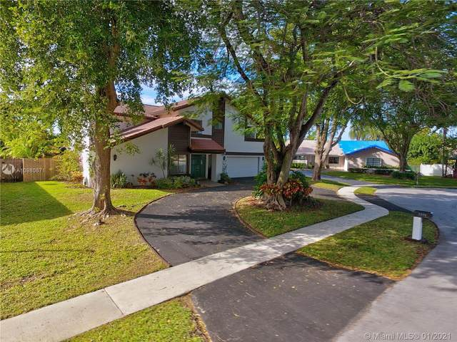 1011 NW 95th Ter, Plantation, FL 33322 (MLS #A10980671) :: Laurie Finkelstein Reader Team