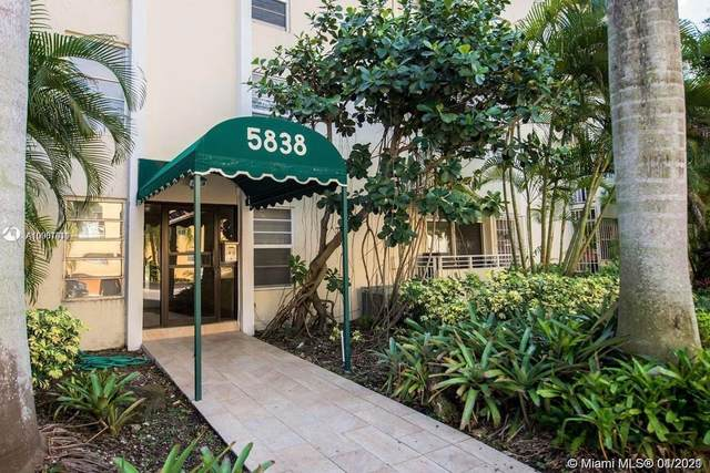 5838 SW 74th Ter #111, South Miami, FL 33143 (MLS #A10981011) :: Natalia Pyrig Elite Team | Charles Rutenberg Realty