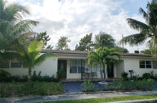 2090 NE 170th St, North Miami Beach, FL 33162 (MLS #A10982786) :: Laurie Finkelstein Reader Team