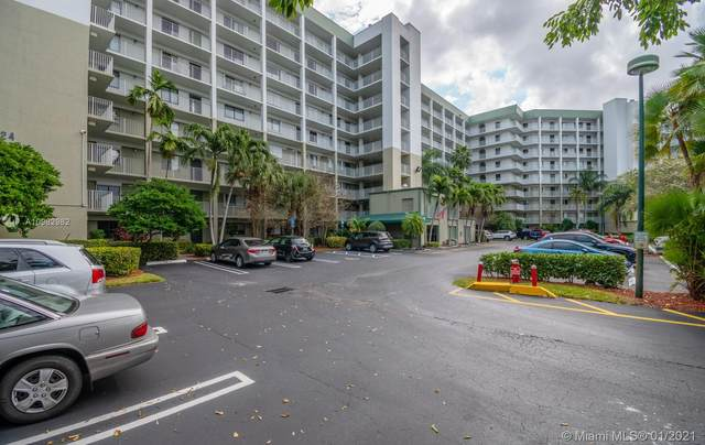 2334 S Cypress Bend Dr #105, Pompano Beach, FL 33069 (MLS #A10982982) :: Green Realty Properties
