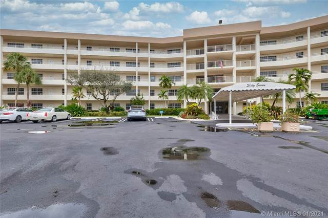 555 Oaks Ln #210, Pompano Beach, FL 33069 (MLS #A10984205) :: KBiscayne Realty