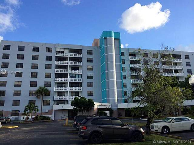 919 Hillcrest Dr #202, Hollywood, FL 33021 (MLS #A10984700) :: Search Broward Real Estate Team