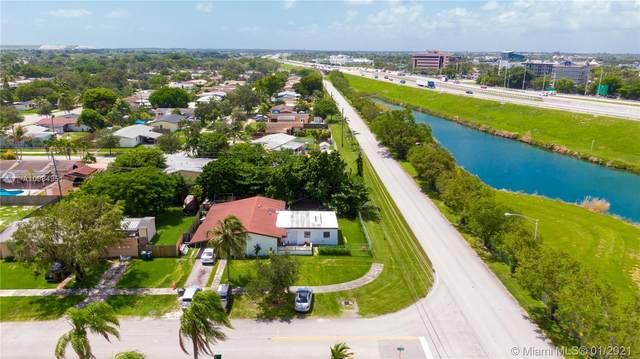 10630 SW 200th St, Cutler Bay, FL 33157 (MLS #A10984951) :: Laurie Finkelstein Reader Team
