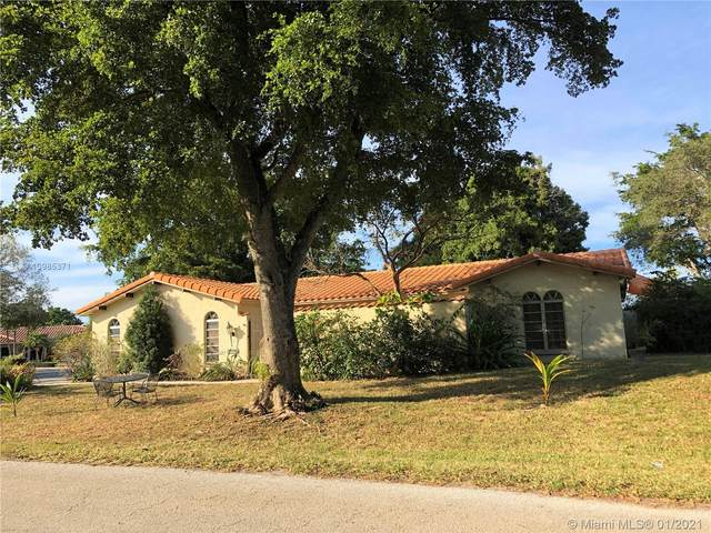 8821 S Lake Dasha Dr, Plantation, FL 33324 (MLS #A10985371) :: The Riley Smith Group