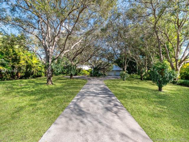 8755 SW 54th Ave, Miami, FL 33143 (MLS #A10988691) :: The Riley Smith Group