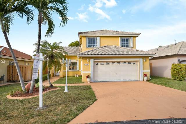 15847 SW 85th Ln, Miami, FL 33193 (MLS #A10988944) :: The Howland Group