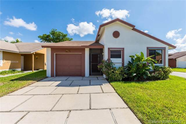 961 SW 109th Ave, Pembroke Pines, FL 33025 (MLS #A10989506) :: THE BANNON GROUP at RE/MAX CONSULTANTS REALTY I
