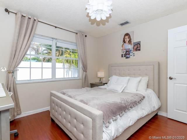 2575 NE 206th Ln, Miami, FL 33180 (MLS #A10990049) :: The Pearl Realty Group