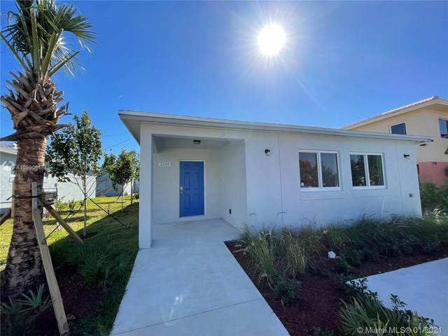 2208 Freedom St, Hollywood, FL 33020 (MLS #A10990615) :: The Jack Coden Group