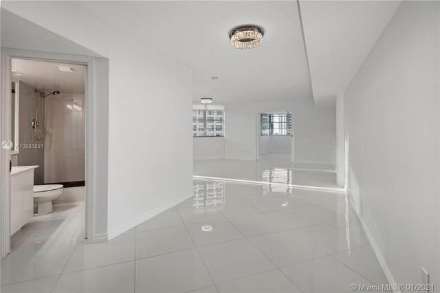 825 Brickell Bay Dr #2048, Miami, FL 33131 (MLS #A10991851) :: KBiscayne Realty