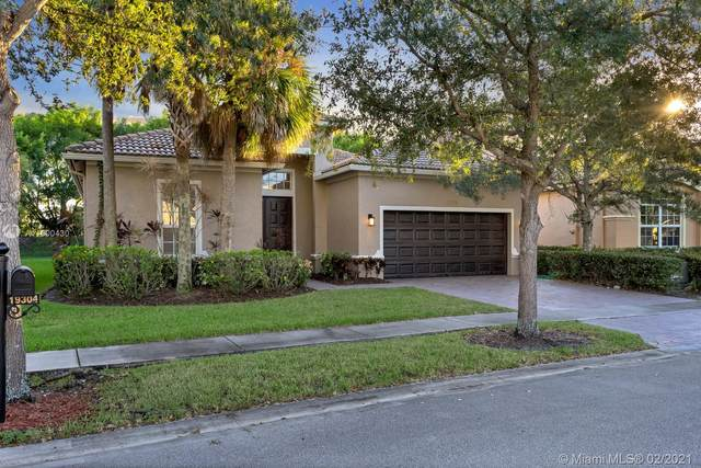19304 Seneca Ave, Weston, FL 33332 (MLS #A11000430) :: Re/Max PowerPro Realty