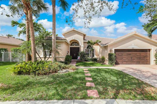 3921 W Gardenia Ave, Weston, FL 33332 (MLS #A11001362) :: The Paiz Group