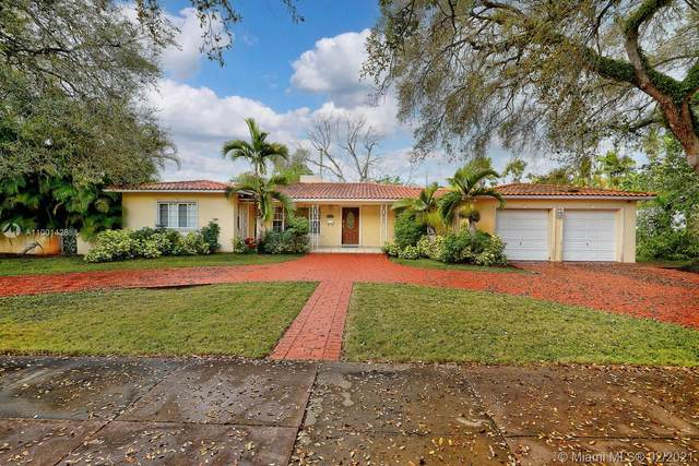 2112 Country Club Prado, Coral Gables, FL 33134 (MLS #A11001428) :: The Paiz Group