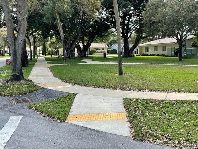 6960 Bottlebrush Dr, Miami Lakes, FL 33014 (MLS #A11002274) :: Douglas Elliman