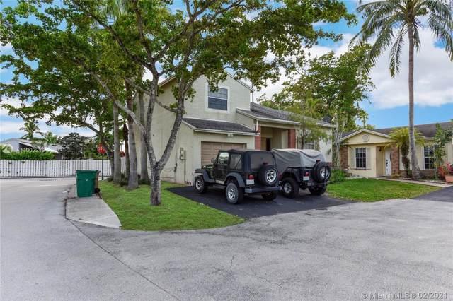 521 Danville Ter, Davie, FL 33325 (MLS #A11002280) :: Berkshire Hathaway HomeServices EWM Realty