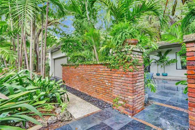 151 Edgewater Dr, Coral Gables, FL 33133 (MLS #A11003065) :: The Riley Smith Group