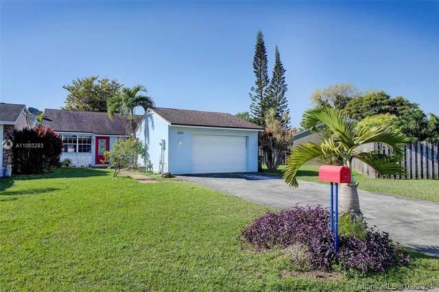 1344 S Quetzal Ct, Homestead, FL 33035 (MLS #A11003283) :: Carole Smith Real Estate Team