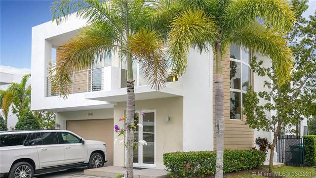 7440 NW 98th Ct, Doral, FL 33178 (MLS #A11003956) :: The Riley Smith Group