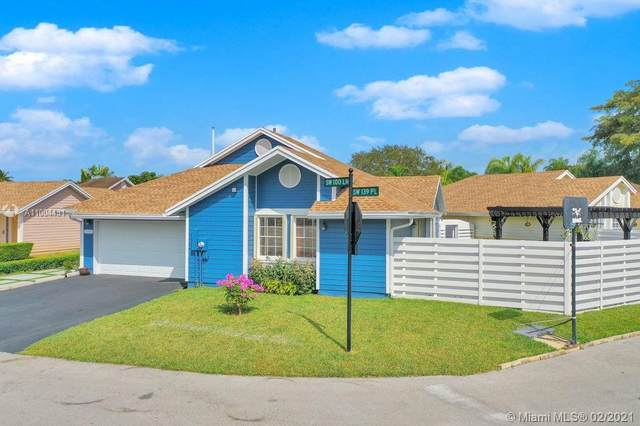 13925 SW 100th Ln, Miami, FL 33186 (MLS #A11004431) :: The Riley Smith Group