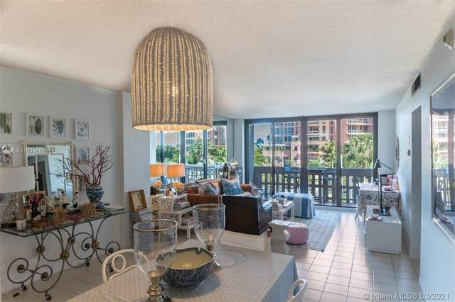 90 Edgewater Dr #312, Coral Gables, FL 33133 (MLS #A11004860) :: Green Realty Properties