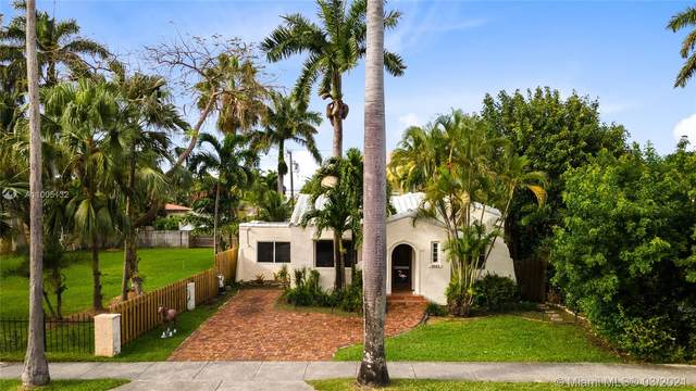 1041 Tyler St, Hollywood, FL 33019 (MLS #A11005132) :: The Riley Smith Group