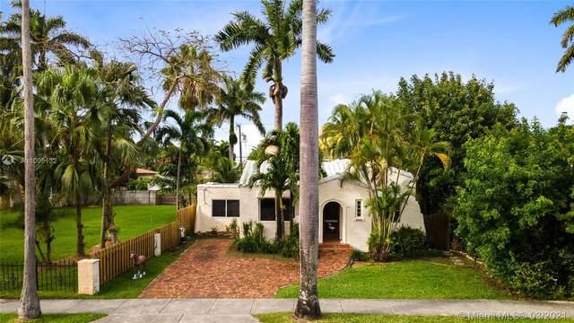 1041 Tyler St, Hollywood, FL 33019 (MLS #A11005132) :: Berkshire Hathaway HomeServices EWM Realty