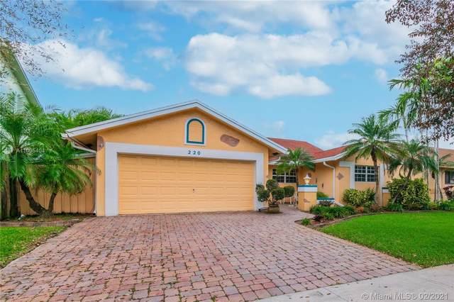 220 SE 8th St, Dania Beach, FL 33004 (MLS #A11005404) :: The Riley Smith Group