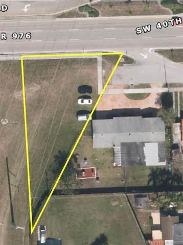 104 AVE SW 40 Street, Miami, FL 33165 (MLS #A11005647) :: Prestige Realty Group