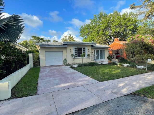 1217 Aguila Ave, Coral Gables, FL 33134 (MLS #A11006128) :: The Riley Smith Group