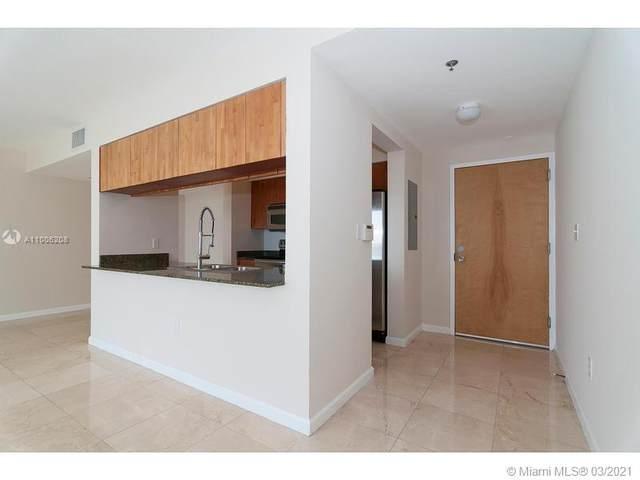 1200 Brickell Bay Dr #3301, Miami, FL 33131 (MLS #A11006208) :: Berkshire Hathaway HomeServices EWM Realty