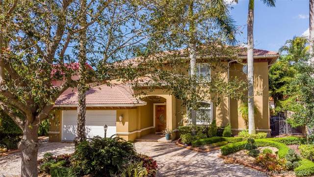 8235 NW 163 St, Miami Lakes, FL 33016 (MLS #A11006513) :: Laurie Finkelstein Reader Team