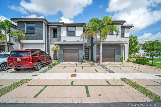 9077 NW 159th #9077, Miami Lakes, FL 33018 (MLS #A11007571) :: Berkshire Hathaway HomeServices EWM Realty