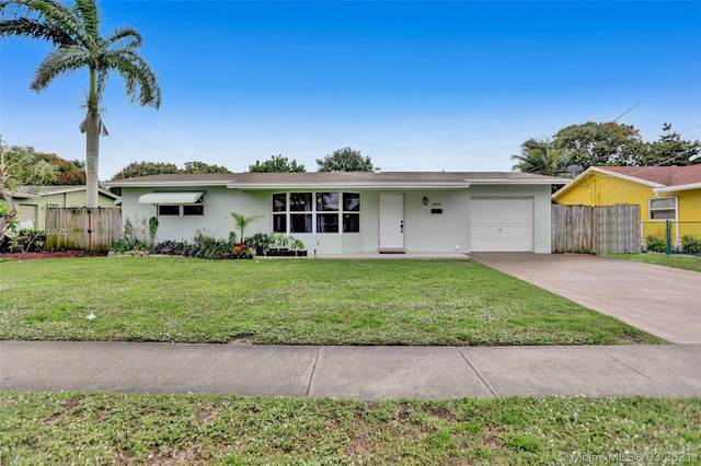 4240 NW 26th St, Lauderhill, FL 33313 (MLS #A11008502) :: The Riley Smith Group
