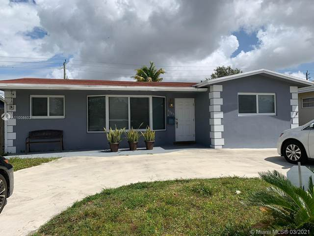 4303 Hayes St, Hollywood, FL 33021 (MLS #A11008602) :: Berkshire Hathaway HomeServices EWM Realty