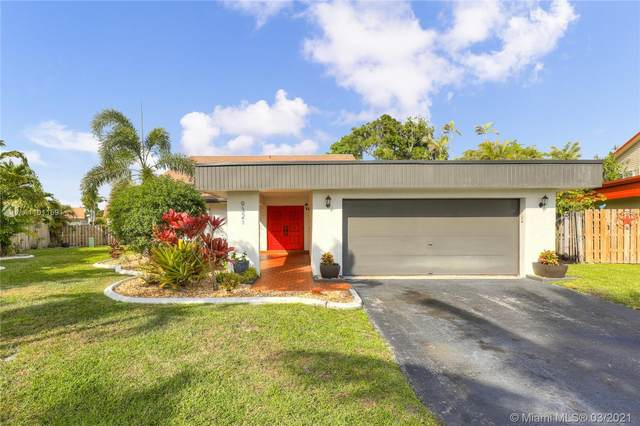 9321 NW 41st Pl, Sunrise, FL 33351 (MLS #A11011691) :: The Riley Smith Group