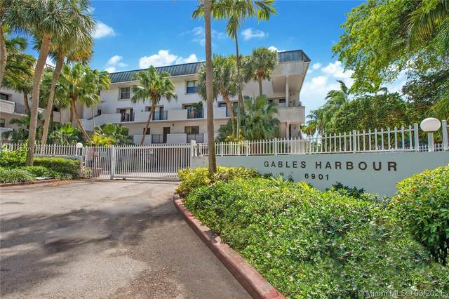6901 Edgewater Dr #324, Coral Gables, FL 33133 (MLS #A11011815) :: The Howland Group
