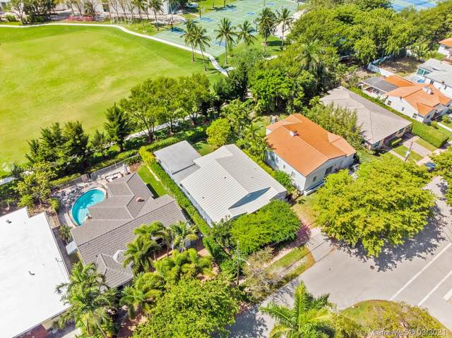 830 W 43rd Ct, Miami Beach, FL 33140 (MLS #A11014113) :: The Jack Coden Group