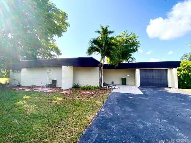 6102 Orchard Tree Ln, Tamarac, FL 33319 (MLS #A11016049) :: GK Realty Group LLC