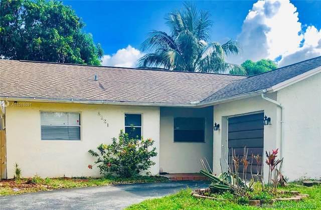 8221 NW 48th St, Lauderhill, FL 33351 (MLS #A11016091) :: The Riley Smith Group