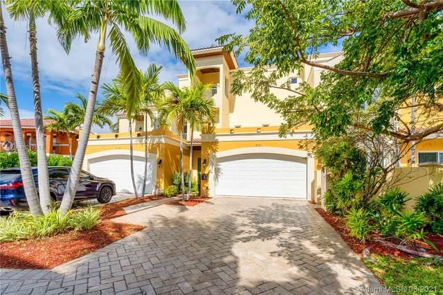 3121 NE 26th St, Fort Lauderdale, FL 33305 (MLS #A11017513) :: Berkshire Hathaway HomeServices EWM Realty