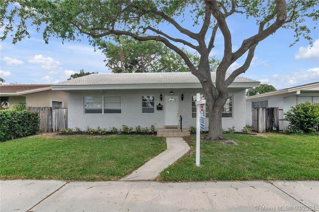 1323 Lincoln St, Hollywood, FL 33019 (MLS #A11017958) :: Team Citron