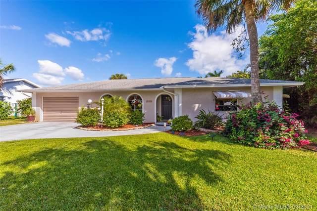 504 SW South Carolina Dr, Stuart, FL 34994 (MLS #A11018810) :: Dalton Wade Real Estate Group