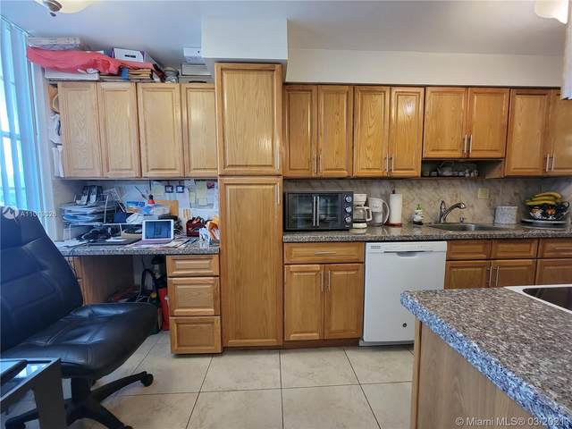 3070 NW 48th Ter #113, Lauderdale Lakes, FL 33313 (MLS #A11019326) :: The Riley Smith Group