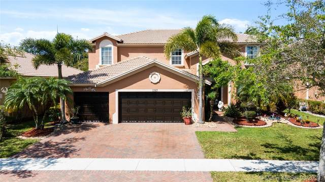 3767 W Gardenia Ave, Weston, FL 33332 (MLS #A11019859) :: The Paiz Group