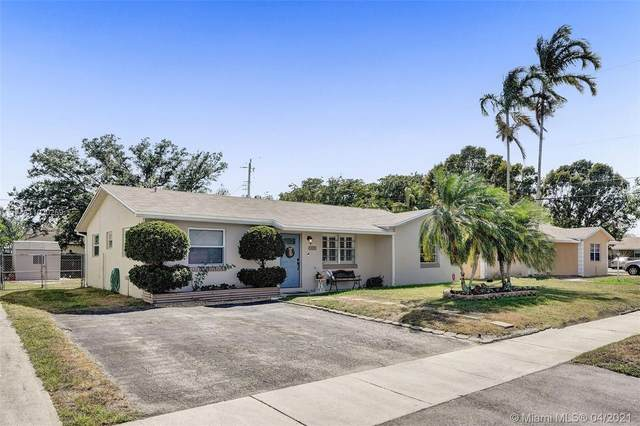 6464 Pershing St, Hollywood, FL 33024 (MLS #A11020259) :: The Paiz Group